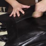 ロゼスムースというレザーのトートバッグ。オイルを塗ってお届け。